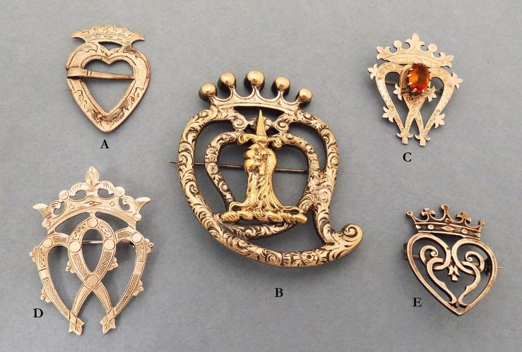 Luckenbooth_brooches_